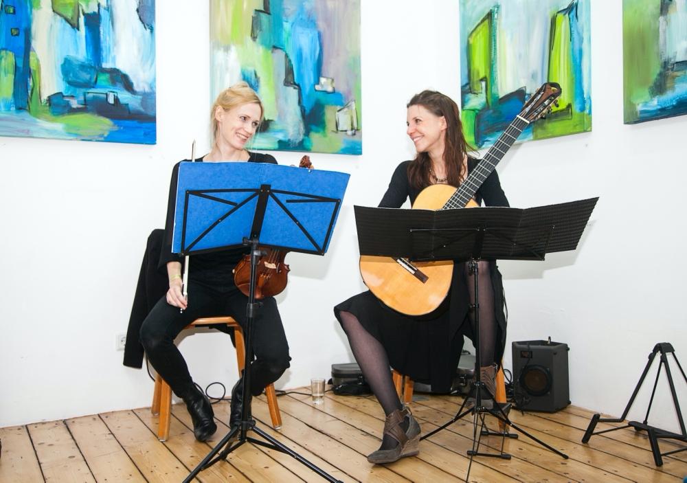 Duo Aciano-Sandra Wilhelms-Gitarre-Freya Deiting-Geige-Museumsnacht-Dortmund-Atelier Claudia Quick-Foto Lukaszun